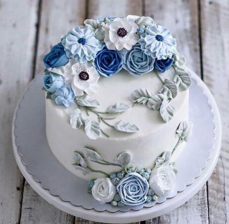 翻糖蛋糕漂亮精致的外形也深受人们的喜爱.